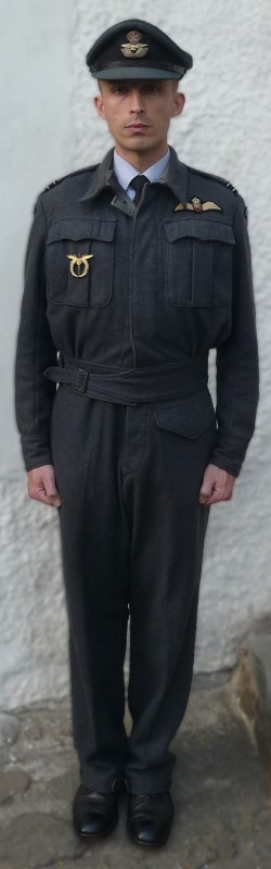 raf_battle_dress_01_01__250x800.jpg, 34kB